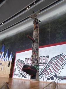 341. Ottawa. Museo canadiense de Historia. Totem de Kayang de los indios haida
