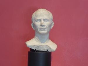 377-arles-museo-departamental-del-arles-antiguo-posible-retrato-de-julio-cesar-50-40-a-c