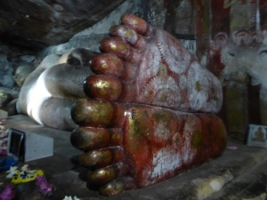 179-dambulla-templos-rupestres-1a-cueva-buda-reclinado-de-15-m