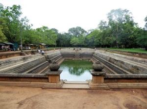 353-anuradhapura-kuttam-pokuna-estanques-gemelos
