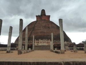 358-anuradhapura-jatavanerama-dagoba