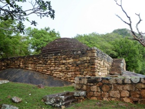 366-mihintale-kaludiya-pokuna-estanque-del-agua-oscura