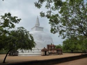 512-polonnaruwa-kiri-vihara