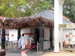 1421-katagarama-santuario-maha-devale