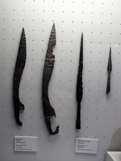 202-cordoba-museo-arqueologico-falcatas-y-puntas-de-lanza-ibericas-siglos-v-iii-a-c-necropolis-de-los-collados-almedrenilla