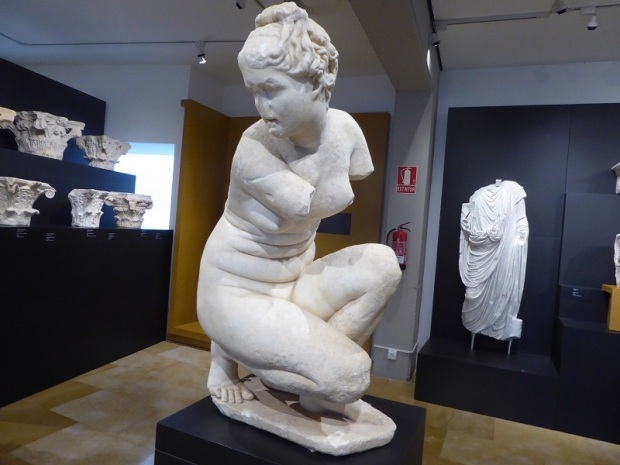 204-cordoba-museo-arqueologico-afrodita-agachada-marmol-romana-siglo-ii-es-copia-de-una-obra-de-doidalsas-de-bitinia-del-ii-a-c