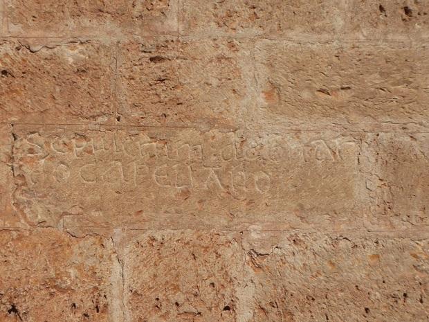 lapida-sepulcral-en-muro-sur