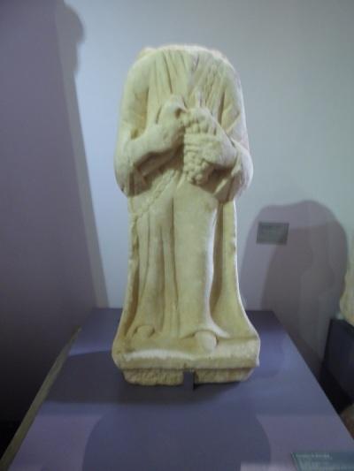 070-monasterio-de-los-jeronimos-museo-de-arqueologia-portadora-de-ofrendas-siglos-i-ii-procede-de-cerca-de-evora
