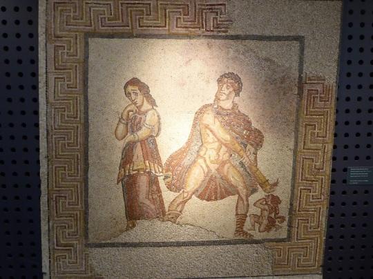 072-monasterio-de-los-jeronimos-museo-de-arqueologia-mosaico-representando-a-hercules-furioso-siglos-iii-iv-procede-de-torre-de-palma-monforte-portalegre