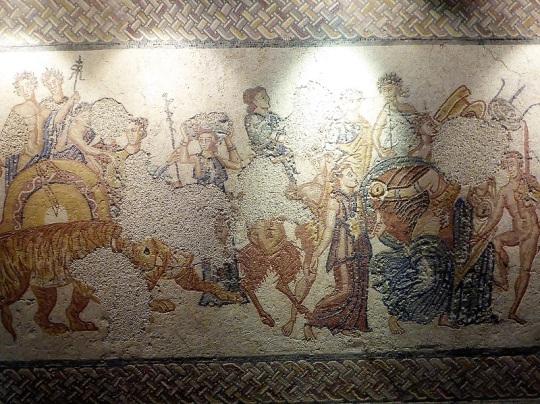 076-monasterio-de-los-jeronimos-museo-de-arqueologia-mosaico-representando-el-triunfo-indiano-de-baco-siglos-iii-iv-procede-de-torre-de-palma-monforte-portalegre