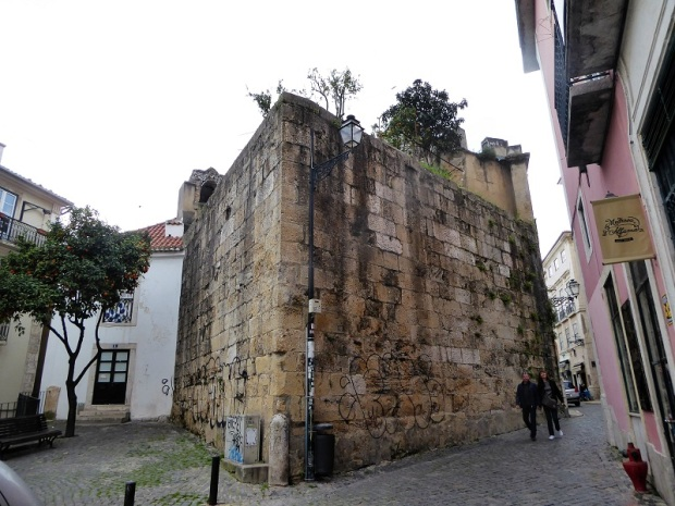 370-la-alfama-torre-que-formo-parte-de-la-muralla-arabe