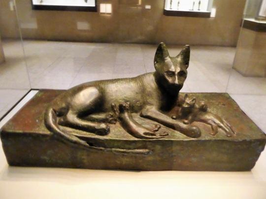 412-museo-calouste-gulbenkian-gata-con-cachorros-baja-epoca