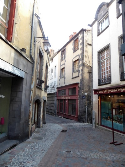 040. Clermont-Ferrand. Catedral. Rue Pascal