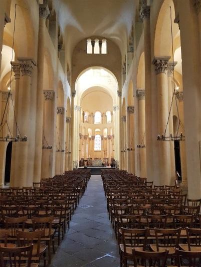 051. Clermont-Ferrand. Notre Dame du Port. Nave principal 1