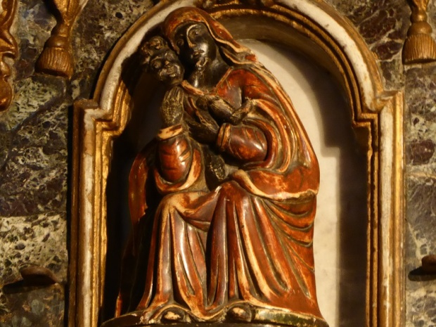 055. Clermont-Ferrand. Notre Dame du Port. Cripta. Virgen del XVIII reproduciendo un icono bizantino del XIII
