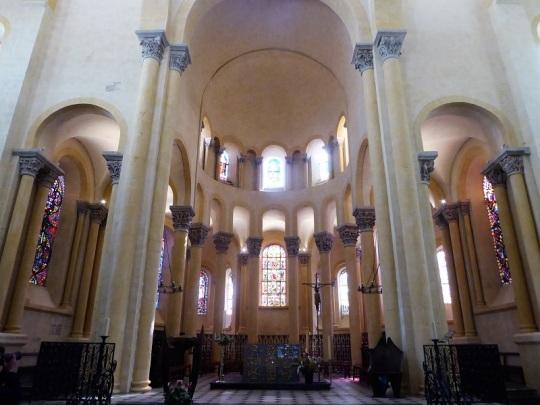 063. Clermont-Ferrand. Notre Dame du Port. Coro y deambulatorio
