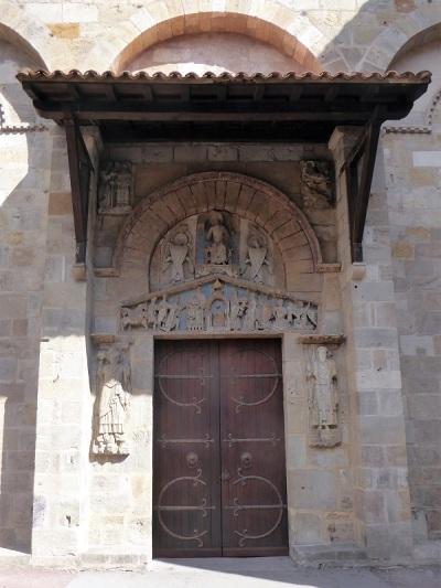 065. Clermont-Ferrand. Notre Dame du Port. Puerta románica al sur