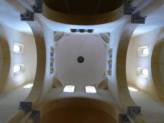 120. Clermont-Ferrand. Notre Dame du Port. Cúpula sobre trompas del crucero