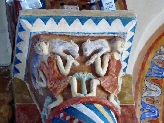 196. Biozat. San Sinforiano. Capitel con portadores de corderos