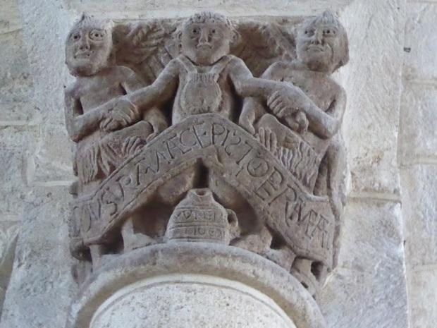 215. Ennezat. San Víctor y Santa Corona. Capitel del avaro