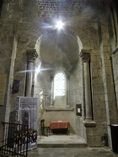 288. Orcival. Capilla radial