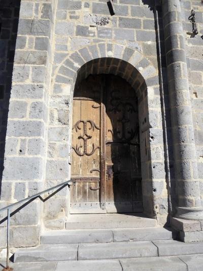293. Orcival. Puerta al sur