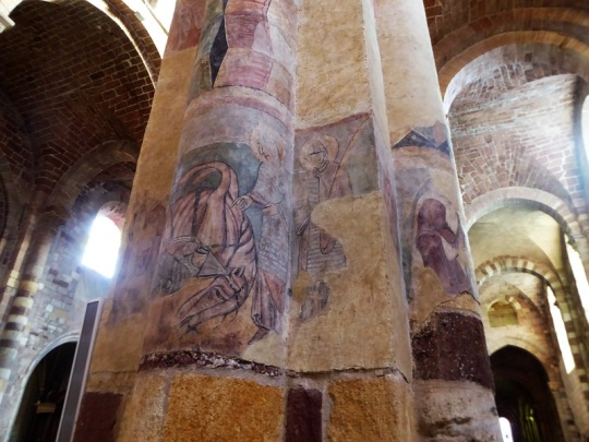 448. Brioude. St-Julien. Frescos en las columnas de los pies - copia