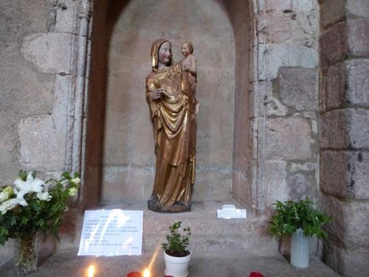 451. Brioude. St-Julien. Virgen del pájaro. Siglo XIV