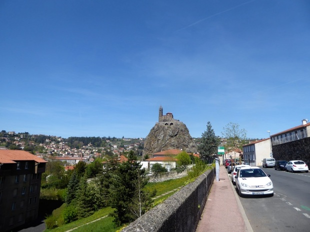 543. Le-Puy-en-Velay. Hacia St-Michel-d'Aiguilhe