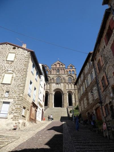 606. Le-Puy-en-Velay. Ascenso hacia la catedral