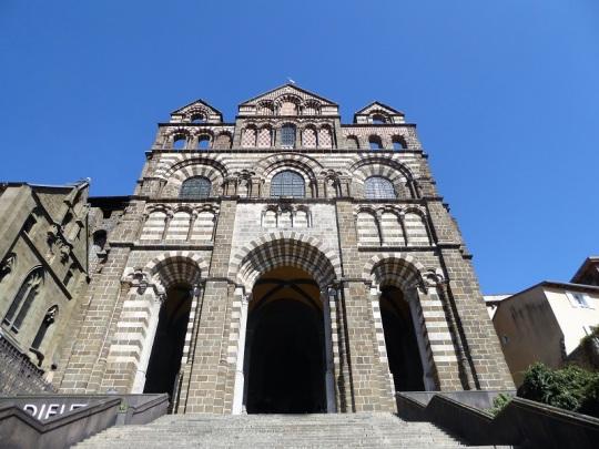 609. Le-Puy-en-Velay. Fachada de catedral