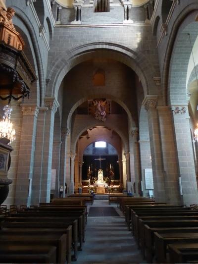 625. Le-Puy-en-Velay. Catedral. Nave principal