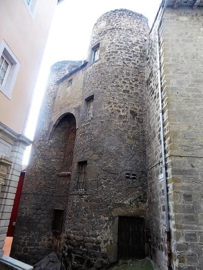 639. Le-Puy-en-Velay. Torres del Canciller