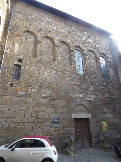 645. Le-Puy-en-Velay. Batisterio de San Juan