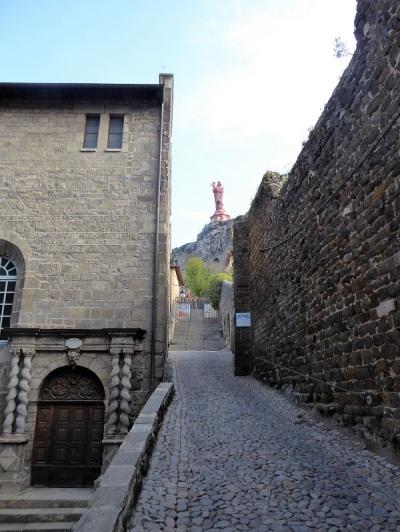 658. Le-Puy-en-Velay. Desde la entrada al claustro