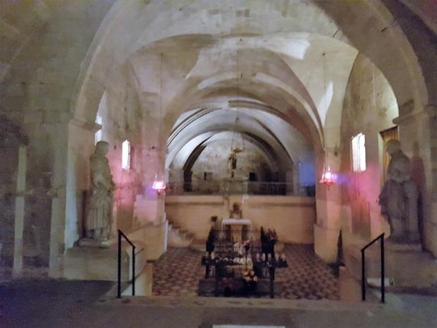 704. St-Gilles. Cripta