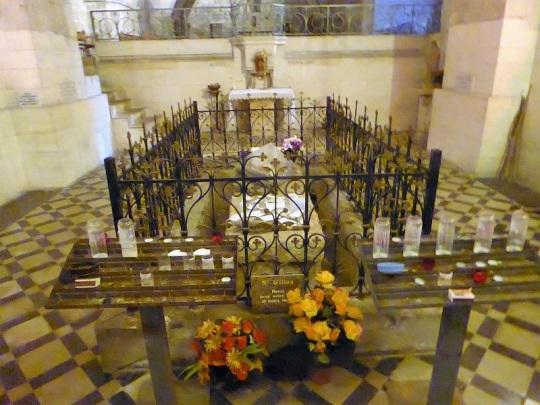 709. St-Gilles. Cripta. Tumba del santo