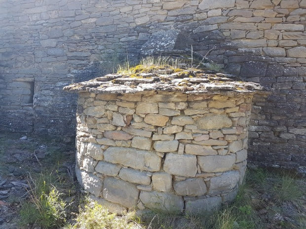 Casa ermitaño. Horno. Exterior 1