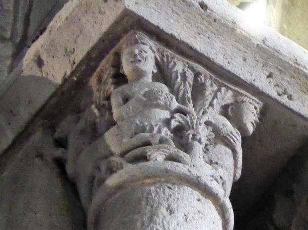 Orcival. Capitel. Centauros