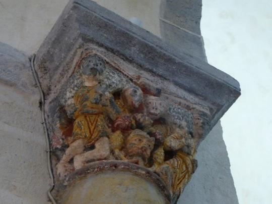 St-Nectaire. Capitel muro sur del transepto. Hombres llevando corderos