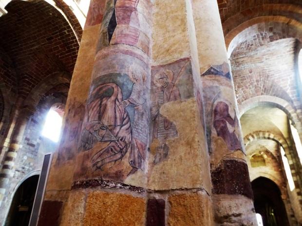448. Brioude. St-Julien. Frescos en las columnas de lso pies