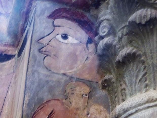 450. Brioude. St-Julien. Frescos en las columnas de los pies