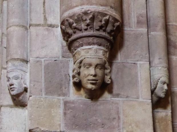 455. Brioude. St-Julien. Rostro de reina