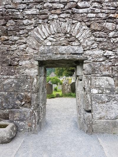 830. Glendalough. Catedral. Puerta oeste. Interior