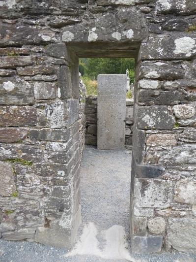 833. Glendalough. Casa del Prior. Puerta al sur