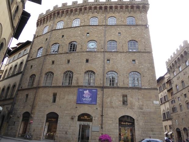 018. Piazza Santa Trinita. Palazzo Spini Ferone