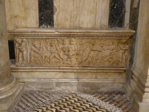 085. Batisterio. Sarcófago romano de la Fioraia
