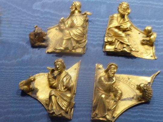 1045. Museo del Bargello. Placas para cruz. Los evangelistas. Esmalte champléve. Arte mosana. Segunda mitad del XII