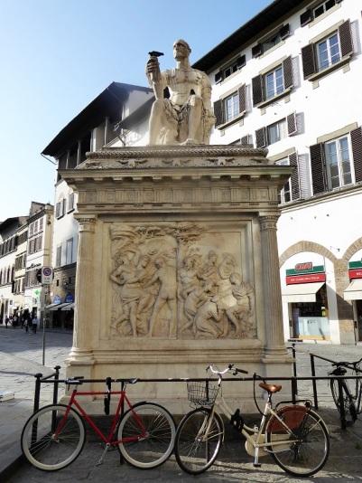 1088. Piazza San Lorenzo. Monumento a Giovanne delle Bande Nere