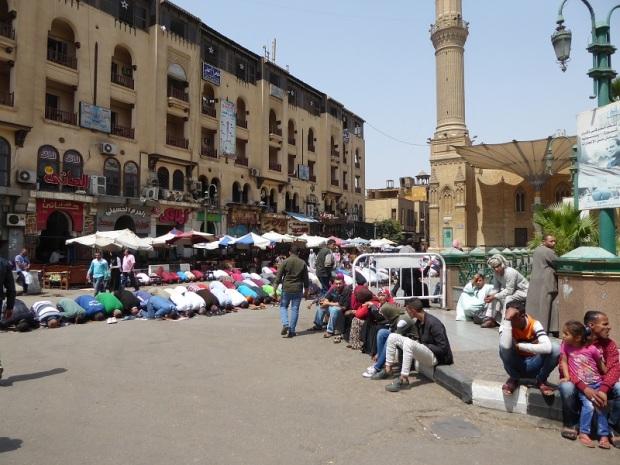 1102. El Cairo. Oración del Viernes